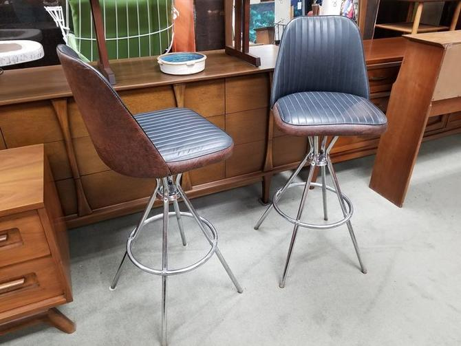 Pair of Mid-Century swivel barstools