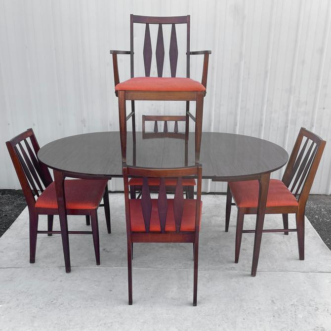 Mid-Century Modern Dining Set w/ Five Chairs by secondhandstory