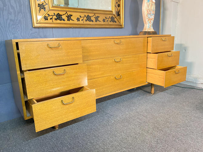 Harvey probber triple dresser