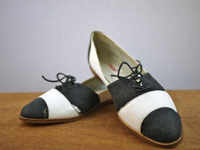 Vintage Black and White Brogue Cutout Oxford Shoes by citybone