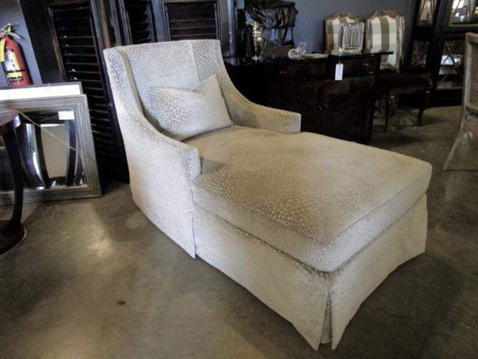 CUSTOM  PHOEBE HOWARD CHAISE