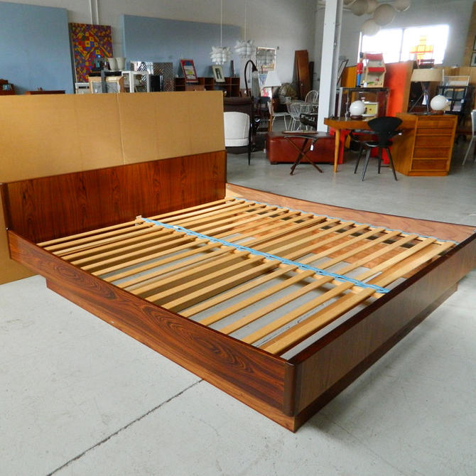 HA-18059 Danish Rosewood King Platform Bed