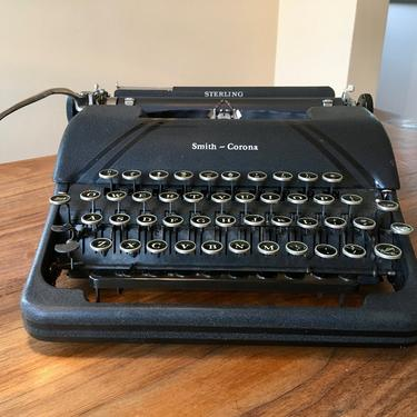 Black 1946 Smith Corona Sterling Portable Speedline Typewriter by Deco2Go