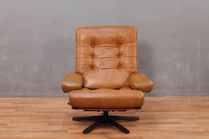 G-Mobel Mid Century Leather & Walnut Reclining Lounge Chair