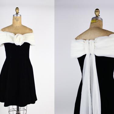 90s Black and White Prom Dress / 80s Scott McClintock Velvet Dress / Fit and Flare / Black Velvet / Size XS/S by PARASOLvintage