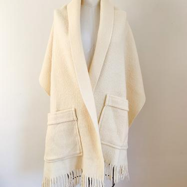 Vintage 1970s Cream Wool Shawl with pockets by MsTips