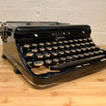 1937 Royal Model O Portable Typewriter, New Ribbon + Spare, Case, Owner's Manual by Deco2Go