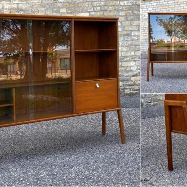Customized Mid-century Display Cabinet