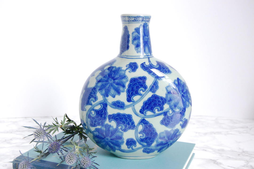 Decorating With Blue And White China: Blue And White Decorative Vase