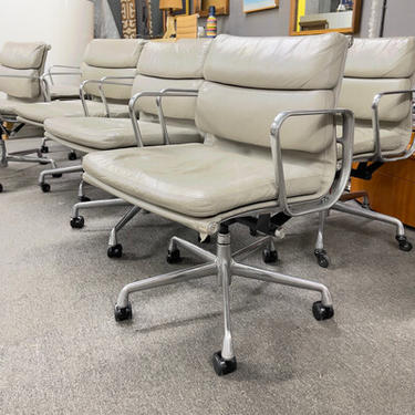 Eames Softpad Management Chairs