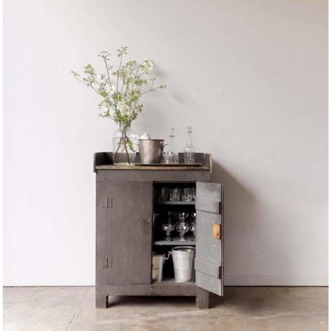Grey Wash Bar