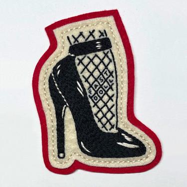 Handmade / hand embroidered red & off white felt patch - black fetish high heel with fishnet - vintage style - traditional tattoo flash by FastDoll