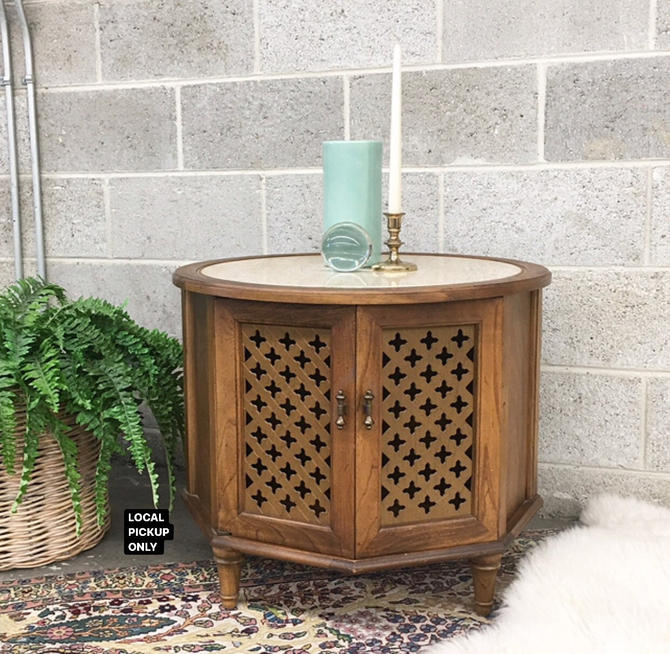 LOCAL PICKUP ONLY ———— Vintage End Table by RetrospectVintage215