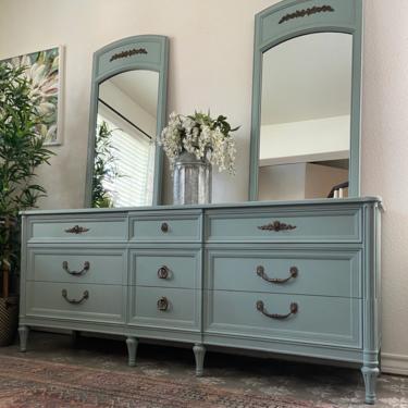 Vintage Italian Provincial Henredon Dresser Credenza Set of Mirrors *Local Pick Up Only by BluePoppyFurniture