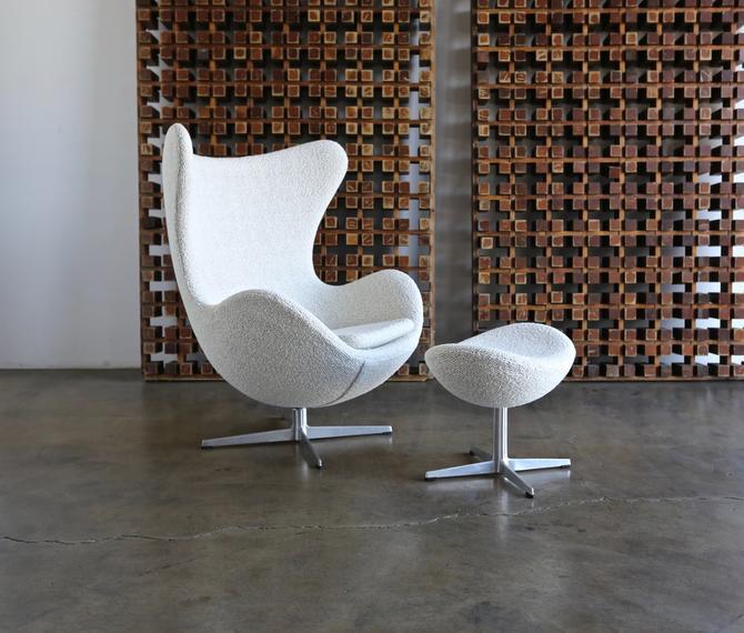 Arne Jacobsen Egg Chair and Ottoman for Fritz Hansen circa 1960