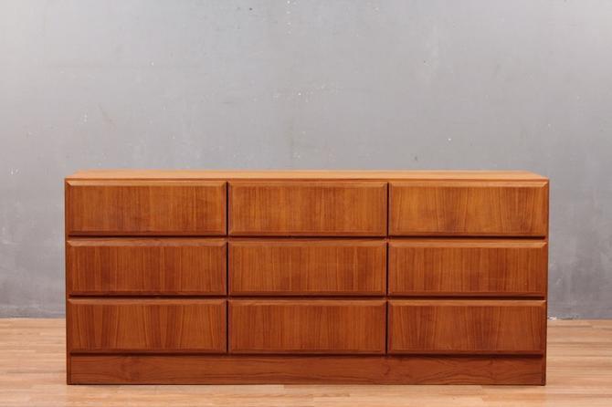 Vinde Mobelfabrik Danish Modern Teak 9-Drawer Dresser