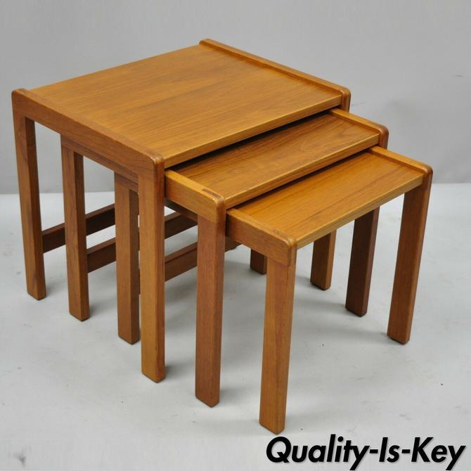 Vintage Mid Century Danish Modern Teak Nesting Stacking End Side Snack Tables