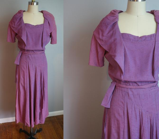 AS-IS 1940s Purple Dress // Oversized Collar // Small to Medium by LawrenceOfBaltimore