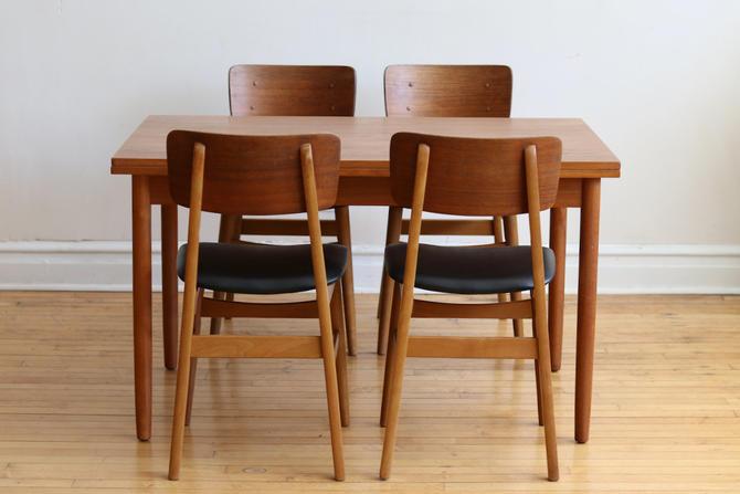 Mid Century Danish Modern 4 Chair Expanding Dining Set by SharkGravy