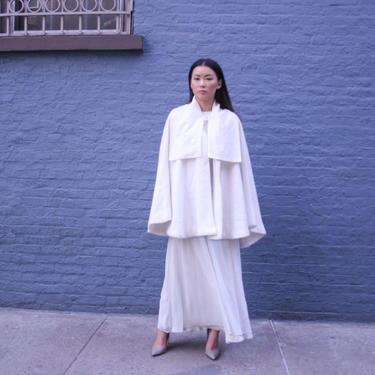 Elegant White Wool Cape | Wool Cloak coat | wool Coat | Winter Women Coat Jacket | Wool Blazer, Wool Poncho, White wool jacket| by HamletsVintage