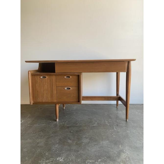 Desk by Hooker for Mainline by VintageOnPoint