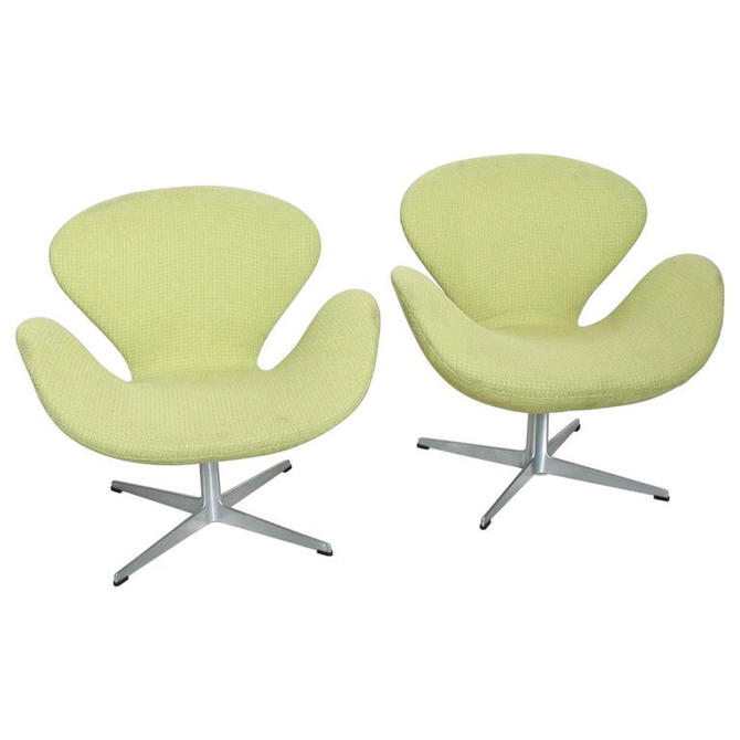 Mid Century Modern Original Iconic Swan Chairs Arne Jacobsen for Fritz Hansen by AMBIANIC