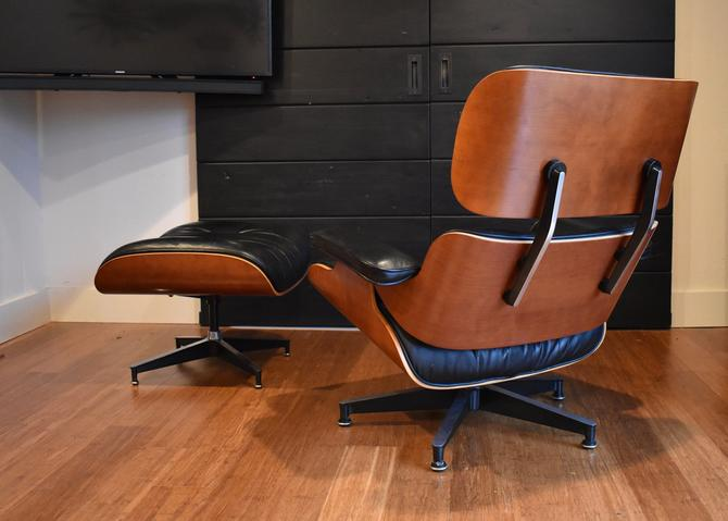 Authentic Eames lounge chair and ottoman by Herman Miller (670/671) in cherry, circa 2000 by MidCenturyClever