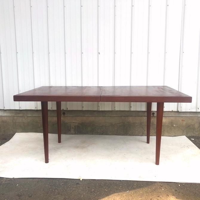 Mid-Century Teak Dining Table With leaf by secondhandstory