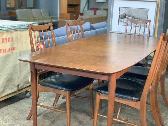 American of martinsville dining table