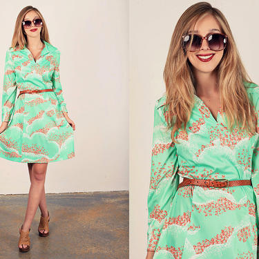 60s Shift Dress Vintage Green Mint Floral Print Psychedelic Dress by AppleBranchesVintage