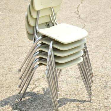 Vtg Beige Molded Plastic Chrome Metal Base Stacking School Side Chair - Single