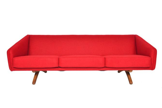 Danish Mid Century Modern Illum Wikkelsø ML90 Oak Sofa by MidCenturyMobler