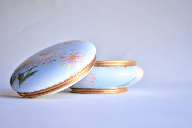 """Vintage Dresser Box 