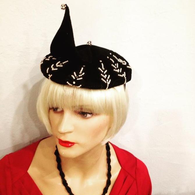1950s velvet hat with beading and rhinestones.. #1950s #1950shats #vintagevelvet #wearablevintage #pollysuesvintageshop