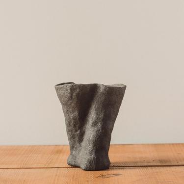 Jojo Corväiá Volcanic Pot, V-0119