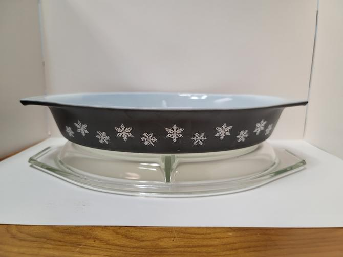 Pyrex Black Snowflake Casserole with Lid