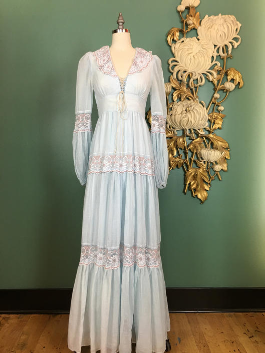 1970s maxi dress, gunne sax dress, vintage 70s dress, Jessica McClintock, size 5, x small, baby blue and lilac, daisy lace, lace up bodice by BlackLabelVintageWA