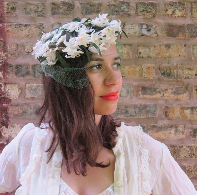 6057241820b68f 1950s Hat / 50s White Fascinator Hat /White Flower Green Velvet Floral  Wreath Crown /