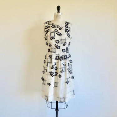 """Lela Rose White and Black Silk Shift Dress Embroidered Applique Flowers Sleeveless Spring Summer Wedding Bridal 31"""" Waist Size 10 Medium by seekcollect"""