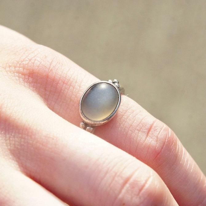 Vintage Signed Sterling Silver Moonstone Ring, Iridescent Grey/Blue Moonstone, Rounded Silver Band With Bead Details, 925 ALE, Size 5 1/4 US by shopGoodsVintage