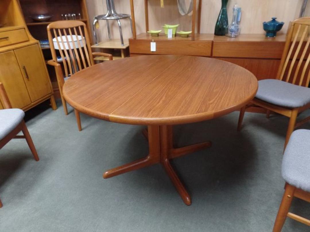 danish modern teak round pedestal dining table with two 20 leaves from peg leg vintage of. Black Bedroom Furniture Sets. Home Design Ideas