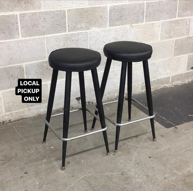 LOCAL PICKUP ONLY ———— Vintage Bar Stools ———— Two Sets of 2 by RetrospectVintage215