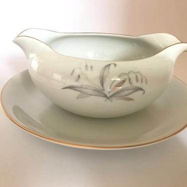 Gravy Boat Wheat pattern (Golden Rhapsody)  bone china, with gold trim - Attached Plate by JoAnntiques