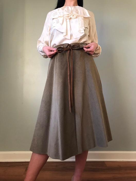 vintage 70s corduroy full swing skirt | SCHRADER SPORT belted high waist skirt by LosGitanosVintage