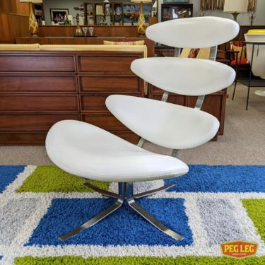 High-quality reproduction Corona chair by Modernica