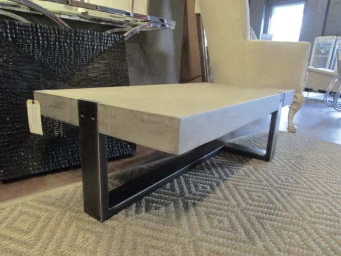 MODERN COFFEE TABLE IN IRON AND BRUSHED FAUX CEMENT BY MOBILIA
