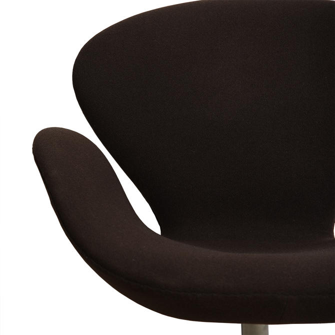 Pair of Mid Century Iconic 'Swan' Chairs by Arne Jacobsen