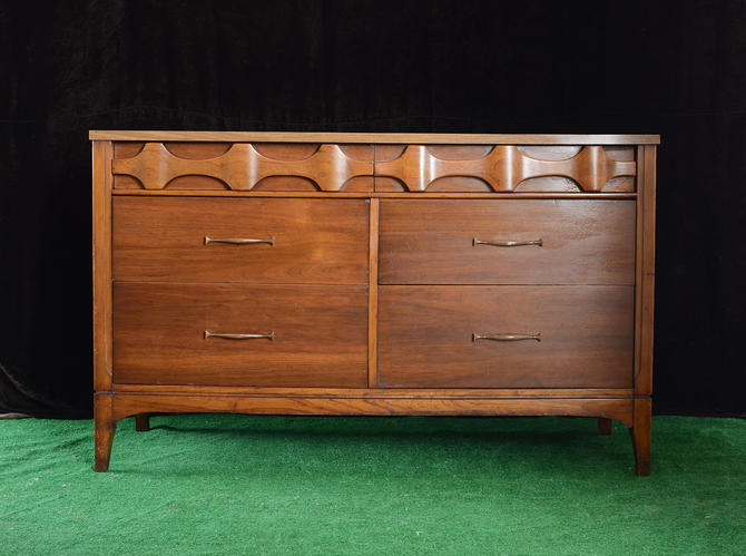 Midcentury walnut double dresser by fingerlickingvintage