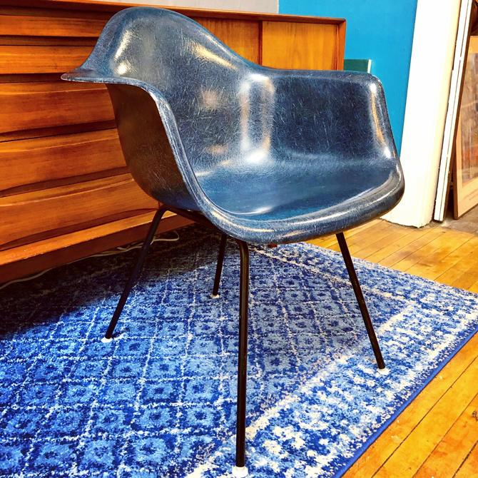Rare-Eames for Herman Miller NAVY BLUE Shell Armchair