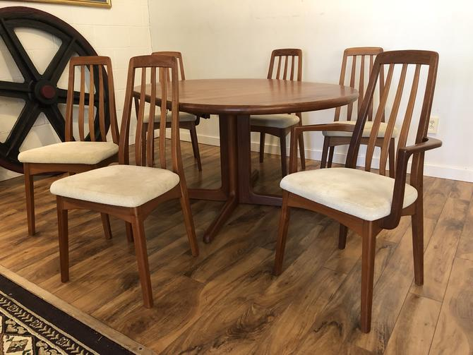 Teak Expandable Dining Table with 6 Chairs